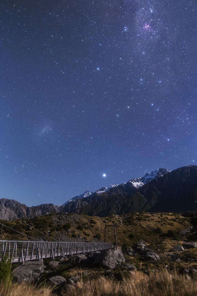 マウントクックのつり橋とエータカリーナ星雲・大マゼラン雲