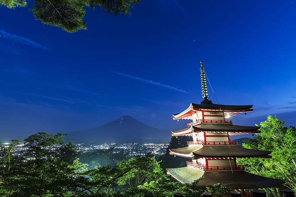 富士山と忠霊塔と一番星
