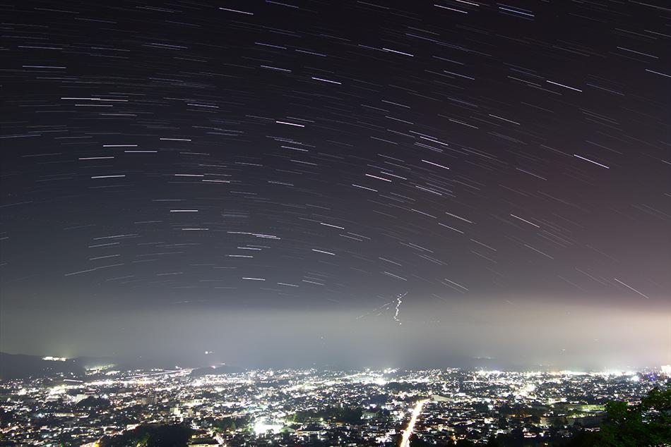 富士山とさそり座、いて座の軌跡