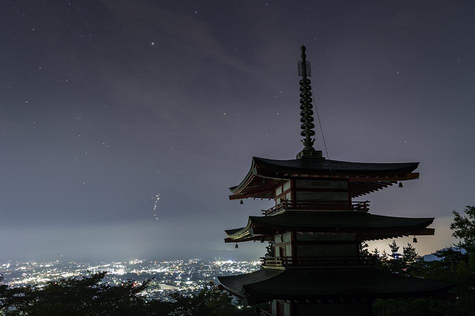 富士山と忠霊塔とさそり座