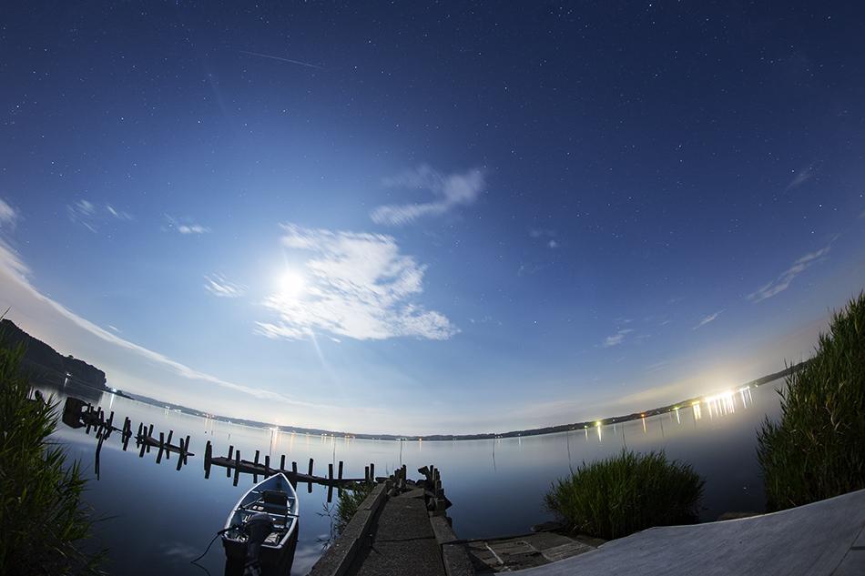 涸沼と月ペルセウス流星群