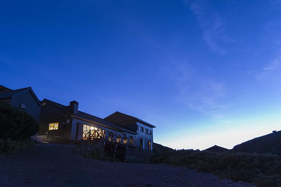 夜明けの白雲荘