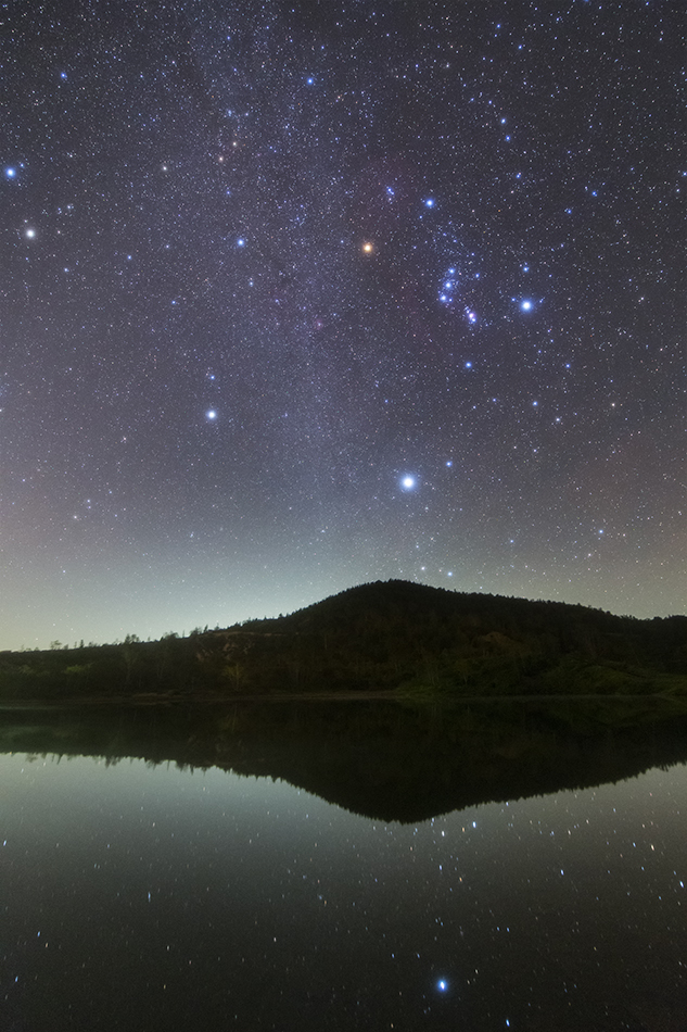 草津白根山弓池と冬の星座