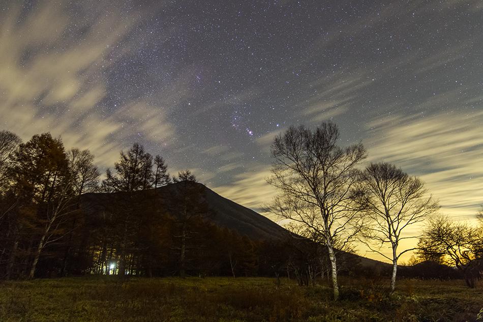 日光戦場ヶ原から男体山と昇るオリオン座
