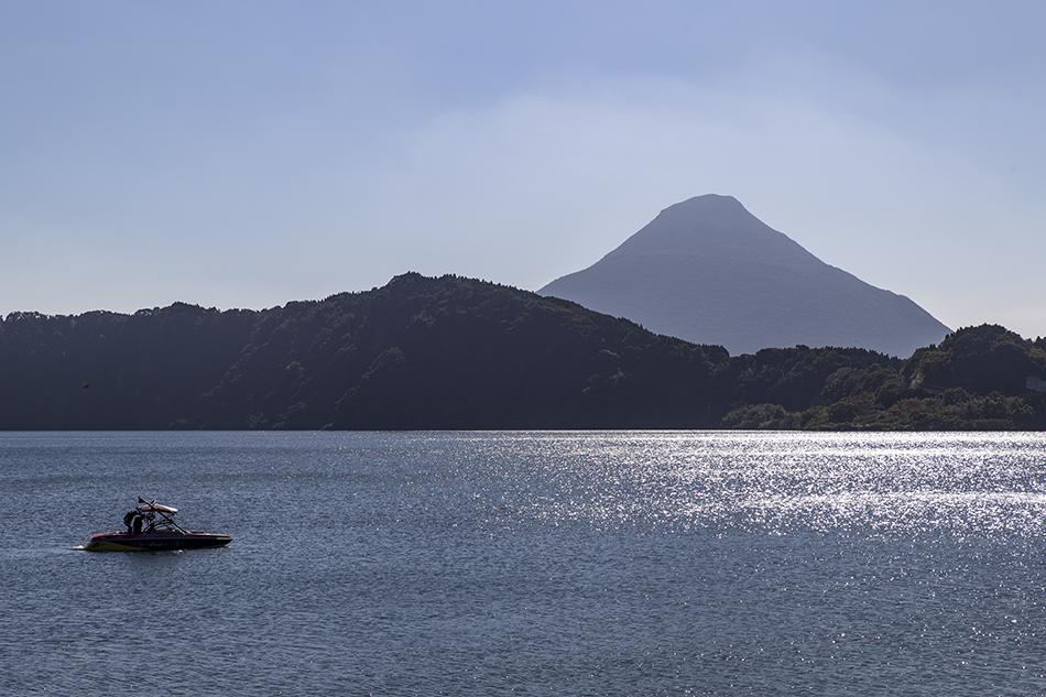 池田湖から見た開聞岳