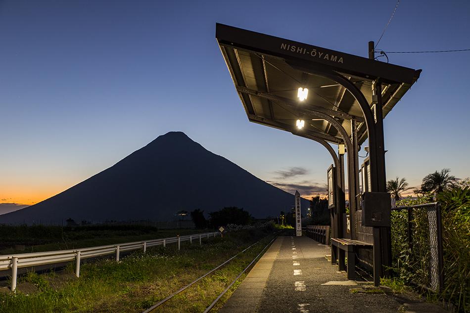 西大山駅の夕暮れ