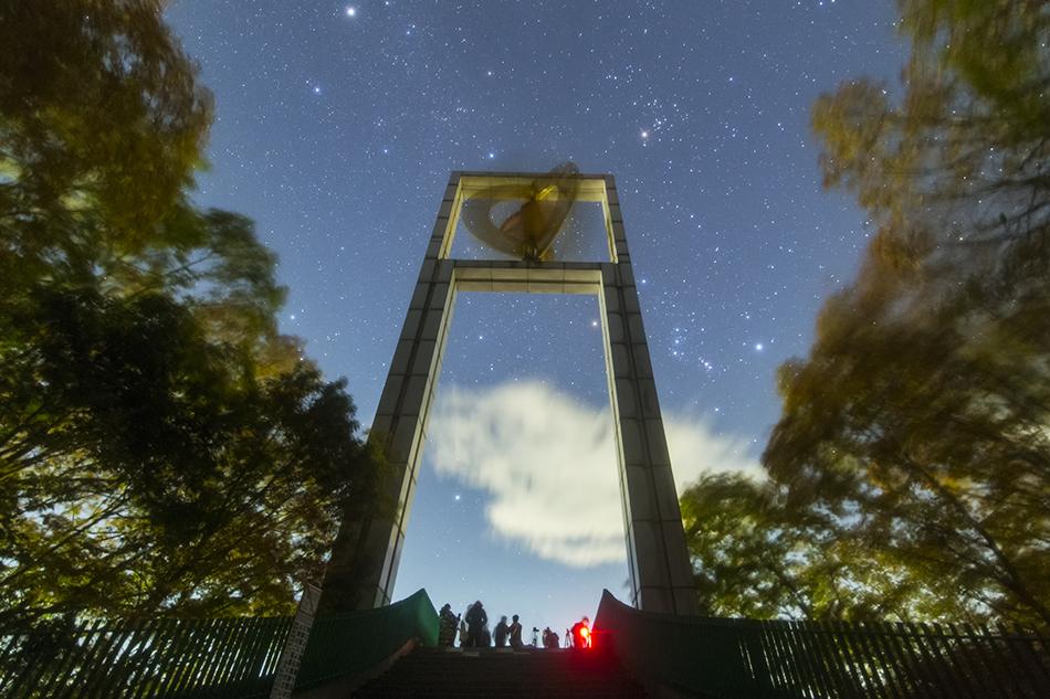 秩父ミューズパーク展望台と冬の星座