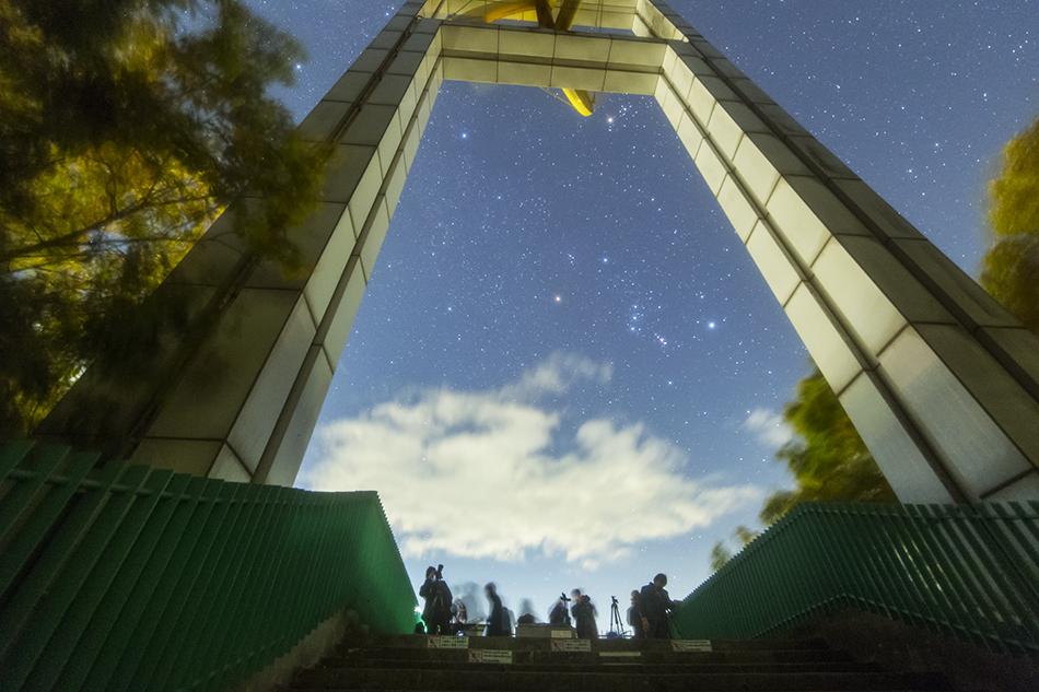 秩父ミューズパーク展望台とオリオン座