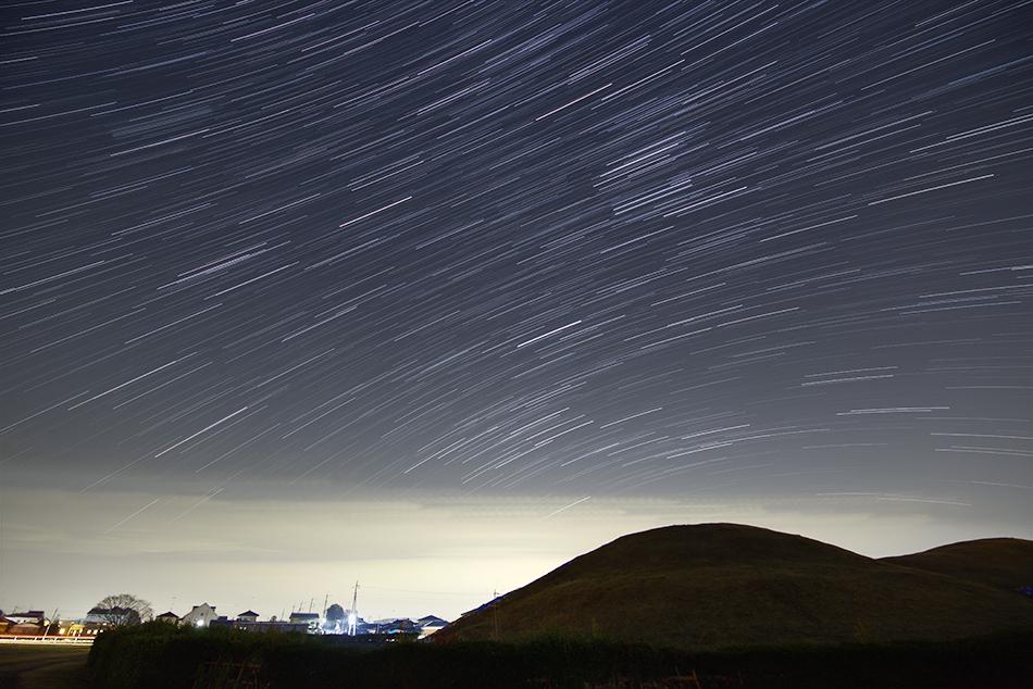 陸王ロケ地二子山古墳と昇る冬の星座