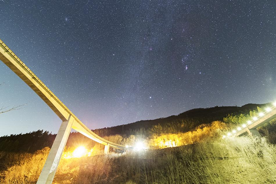 雷電廿六木橋と冬の星座