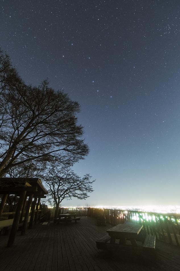 中間平緑地公園の展望台と北斗七星
