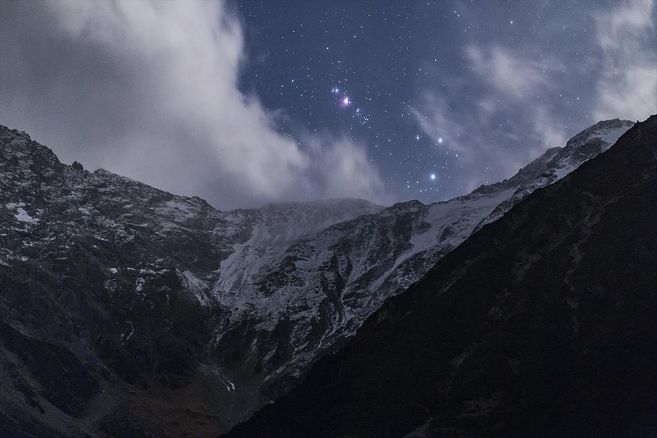 雪山とオリオン座大星雲M42