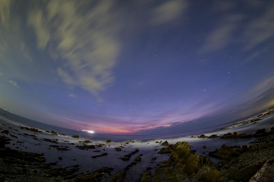 ひたちなかの岩礁群とと夜明けの星たち
