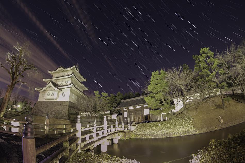 忍城と沈む冬の星座