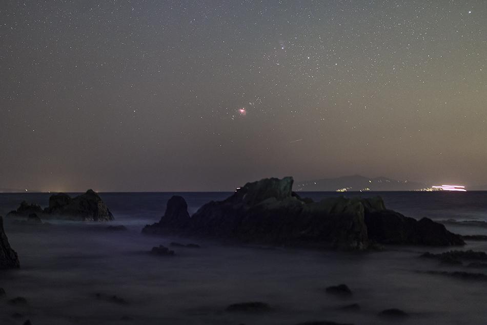 海に沈むオリオン座大星雲