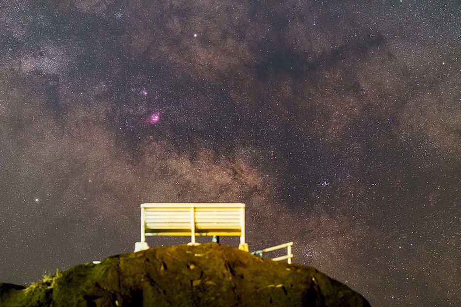 星空ベンチと銀河の星雲星団