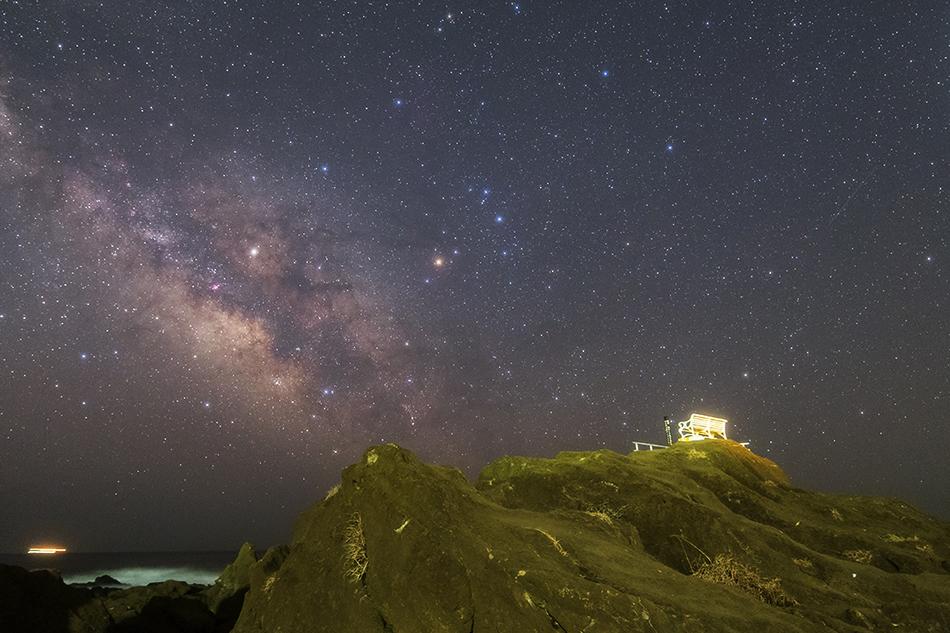 星空ベンチとさそり座いて座の銀河