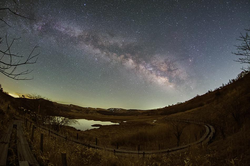 八島ヶ原湿原と、はくちょう座〜さそり座の天の川