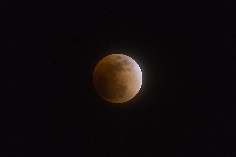 皆既月食始まる