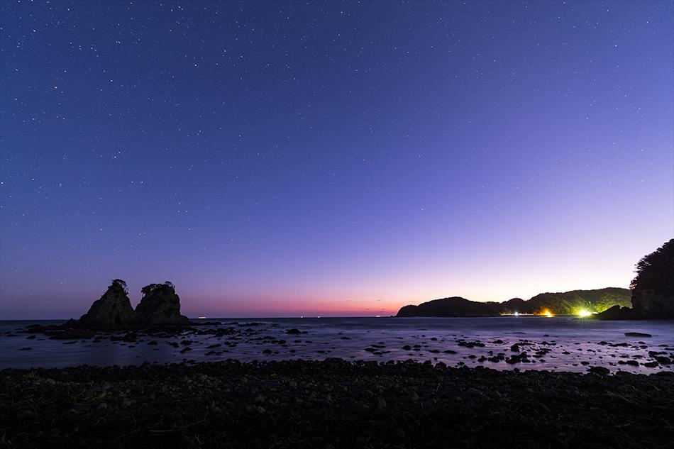 雀岩と夕焼けの星空