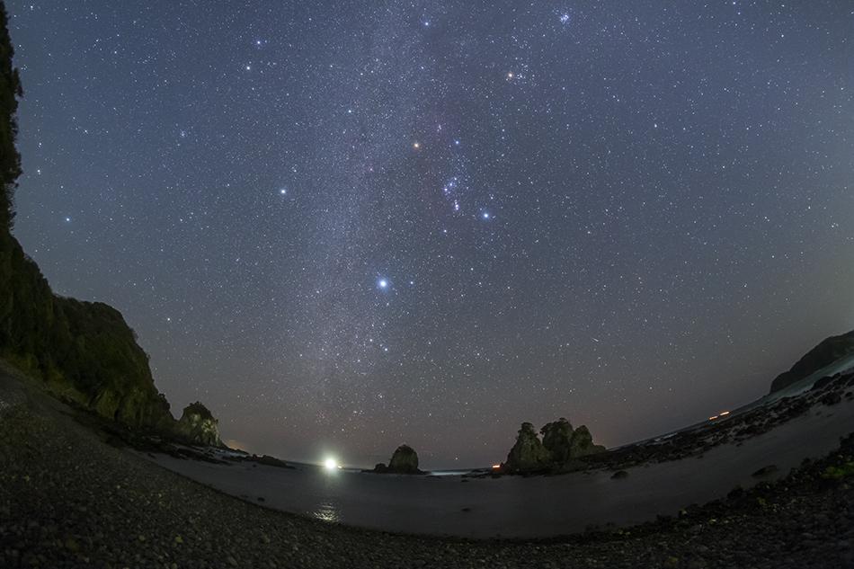 逢ヶ浜海岸12mm魚眼レンズによる冬の星座