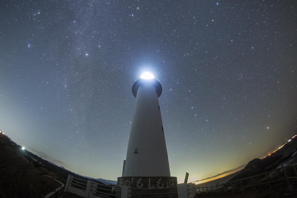 爪木崎灯台と北天の星たち