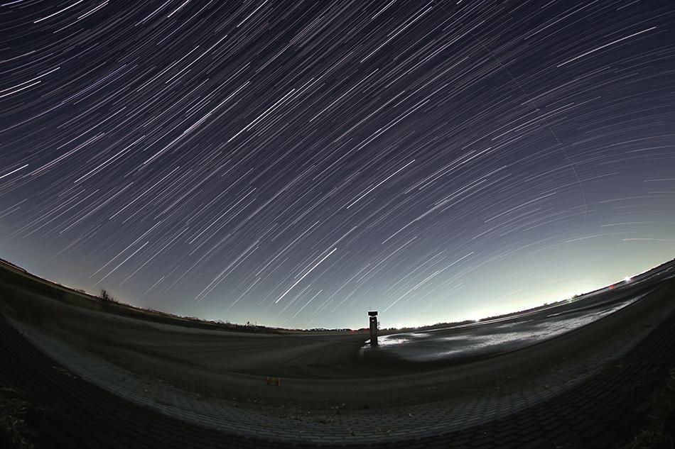 渡良瀬遊水地と昇る春の星々