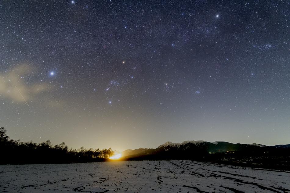 八ヶ岳と沈む冬の星座
