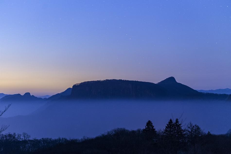 夜明けの荒船山