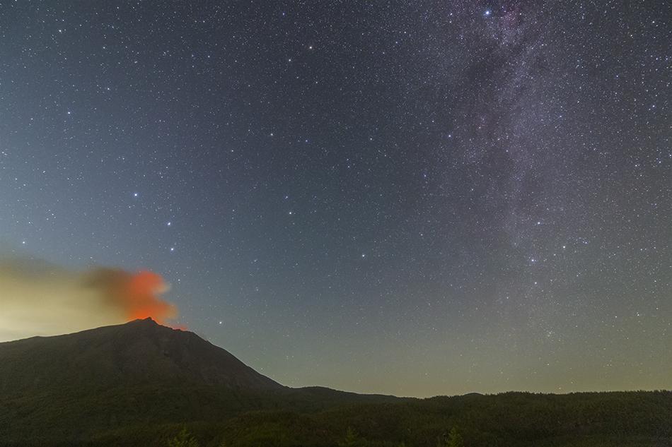 有村溶岩展望所から見た桜島と星空