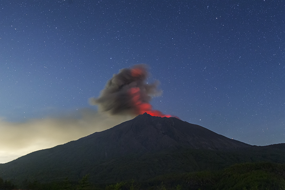 桜島の火映と夜明けの星
