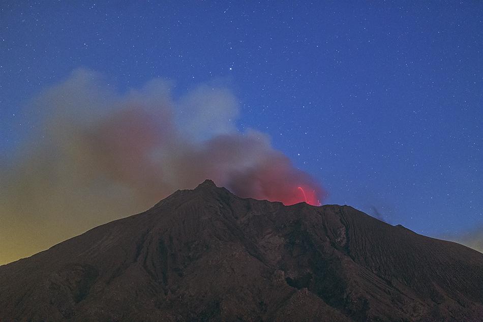 桜島の火柱と夜明けの星