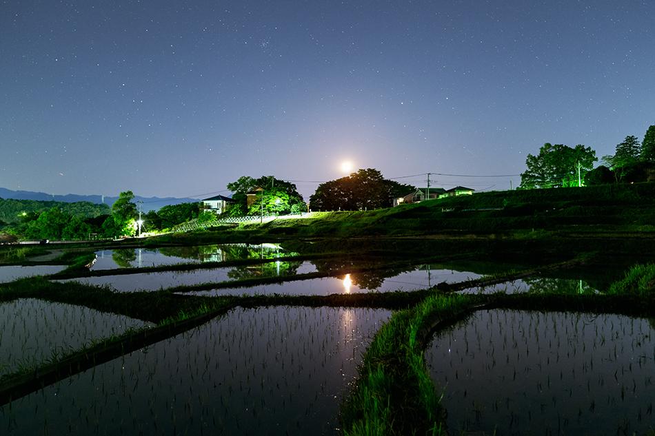 秩父・寺坂棚田と沈む月