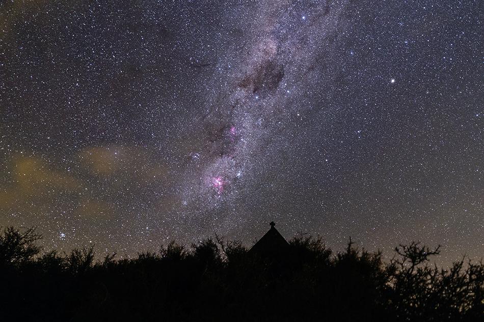 善き羊飼いの教会とエータカリーナ星雲・南十字星