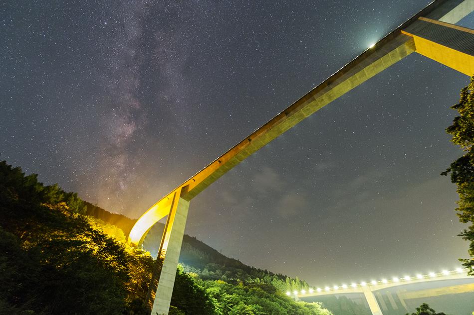 雷電廿六木橋と天の川