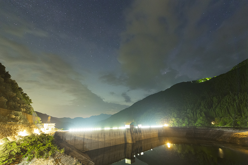 滝沢ダムと星空