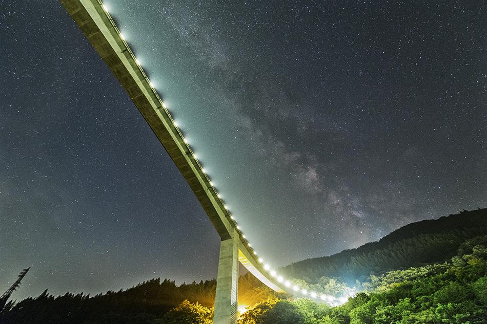 秩父雷電廿六木橋と天の川
