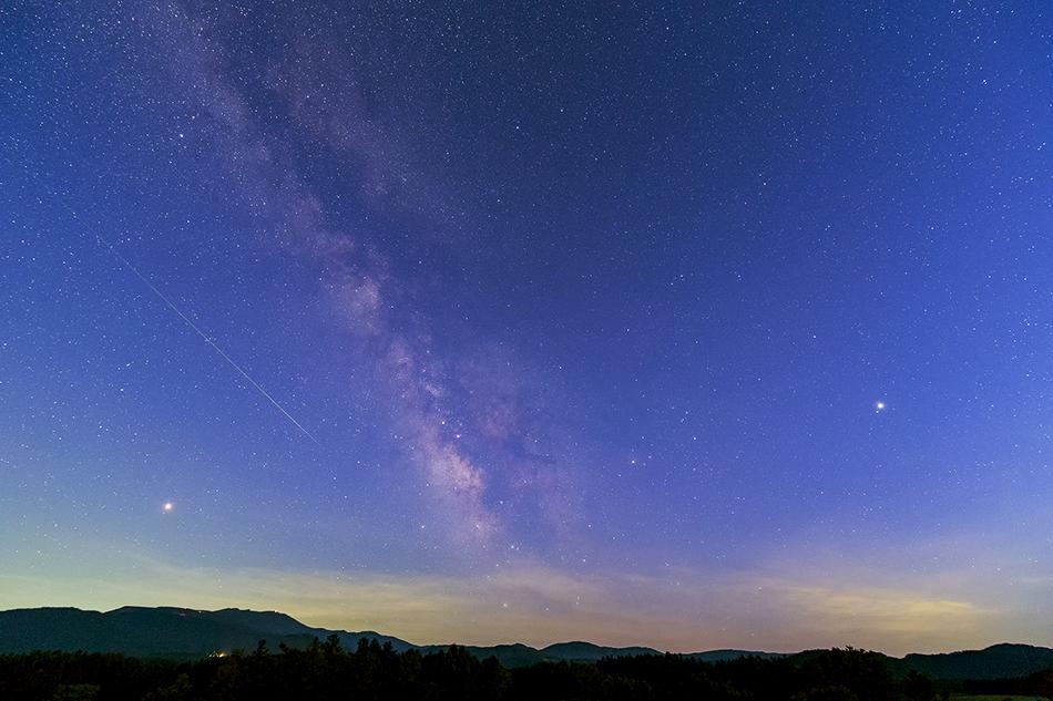 薄明の天の川とペルセウス座流星群