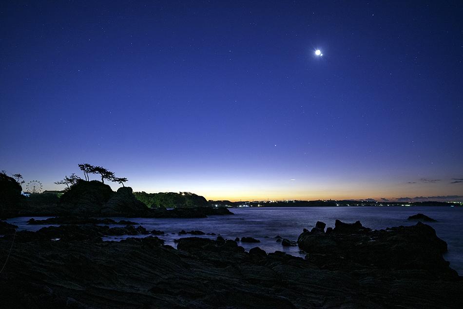接近する月・金星と木星・アンタレス