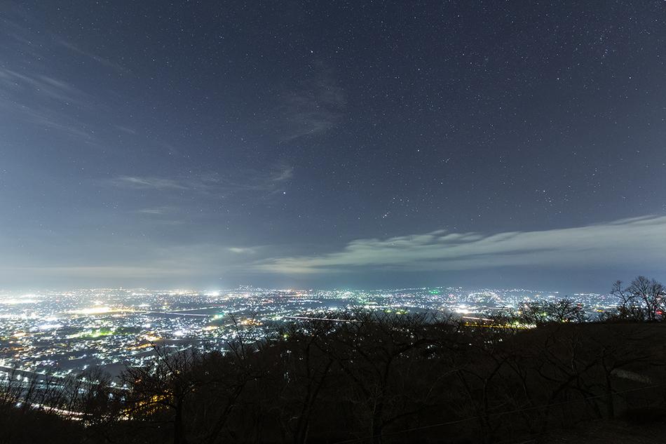 アルプス公園からの夜景と沈むオリオン座