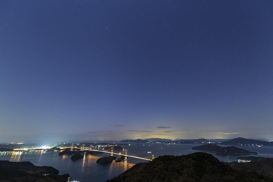 来島海峡大橋と夕暮れの星々