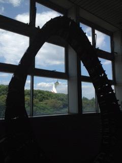 太陽の塔初夏1.JPG