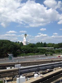 太陽の塔初夏2.JPG