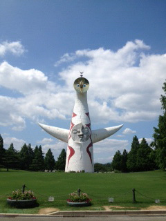 太陽の塔初夏4.JPG