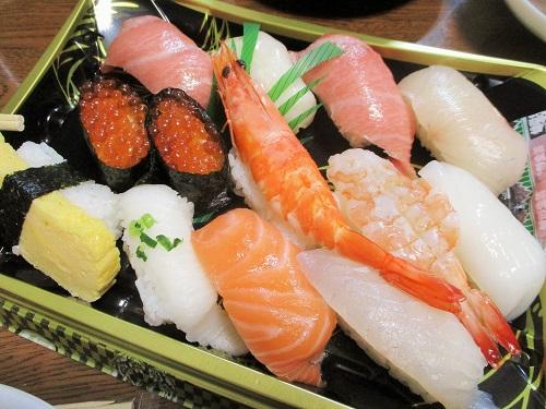 お寿司も! ビッグヨーサンで購入。