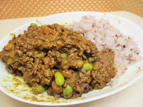 十五穀米挽肉カレー 昨日の残り。