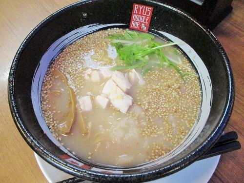 カナダ・トロント「RYUS NOODLE BAR」 ミニ鶏白湯ラーメン(570円)