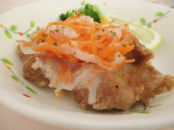2019年8月8日(木)【昼食】揚げ鶏のマリネ なべしぎ おろし和え(なめたけ)