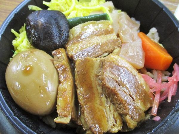 ヨークマート 豚角煮釜めし 626円(税込)