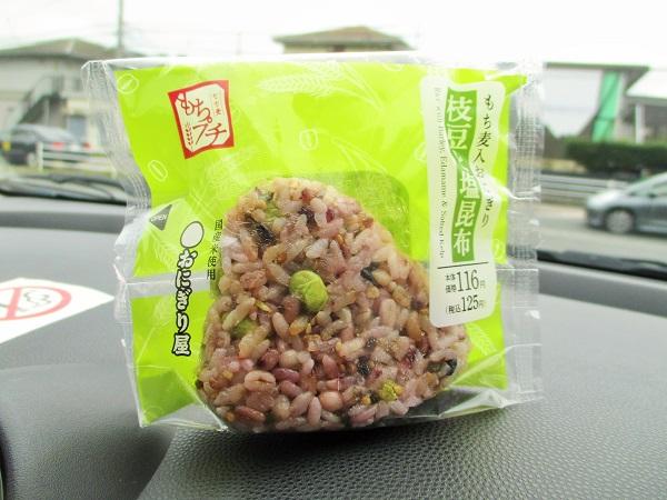 ローソン おにぎり屋 もち麦入 枝豆と塩昆布 125円(税込)